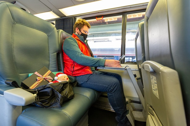 Amtrak Expands Carry-On Pet Program to Weekday Acela Trains